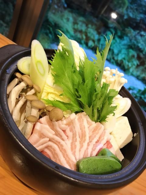 寒くなってきました 美鮮豚入りの豆乳鍋で忘年会はいかがでしょうか。